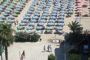 La spiaggia dell'hotel a Grottammare